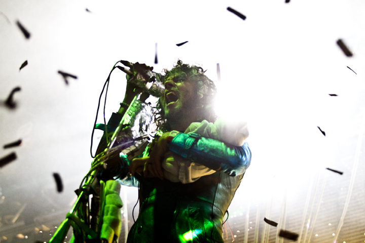 "FLAMING LIPS TO RELEASE ""PEACE SWORD"""