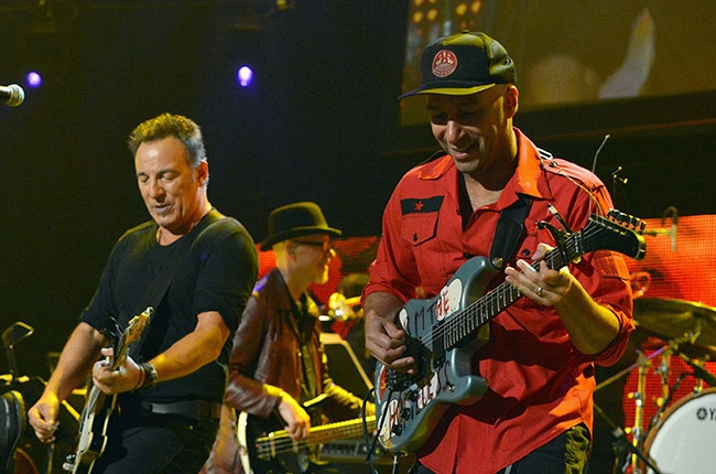 SPRINGSTEEN, MORELLO PUT ON SWEET SHOW IN HERSHEY