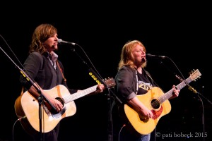 INDIGO GIRLS THRILL LOYAL CROWD AT KIRBY CENTER WITH WIDE-RANGING SET