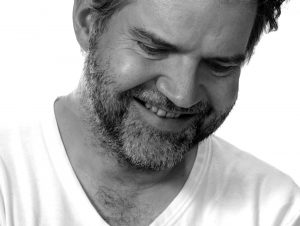 LLOYD COLE BRINGS RETROSPECTIVE SHOW TO CITY WINERY