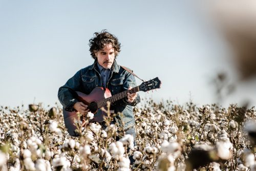 JOHN OATES' 'JOYFUL' MUSIC-MAKING TAKES CENTER STAGE